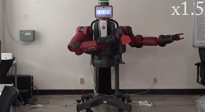 오성회 서울대 전기정보공학부 교수가 개발한 인공신경망 '텍스트투액션 네트워크'를 활용한 로봇. '한 남자가 라켓을 들고 탁구를 친다'는 문장을 입력하자 로봇이 탁구 치는 행동을 취하고 있다. - 서울대 가상 물리 시스템 연구실 제공